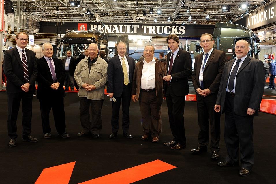 Renault przekazuje pierwsze egzemplarze modelu T