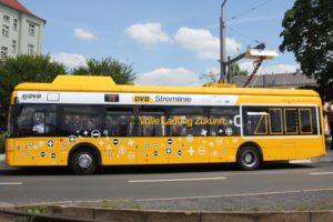 Producenci autobusów elektrycznych za jednolitymi ładowarkami