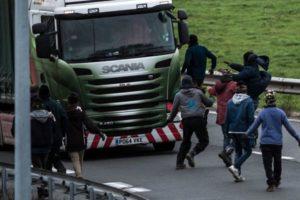 """Mieszkańcy Calais blokują port – żądają zniszczenia """"dżungli"""""""