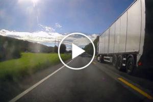 Norweski radiowóz zawraca wprost pod polską ciężarówkę