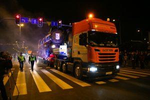 Scania transportuje parowóz Kolejorza