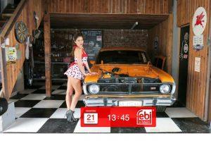 Afryka, samochody i modelki: nowy wygaszacz ekranu febi