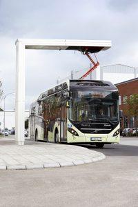 Szwedzkie miasto Värnamo stawia na elektryczne autobusy hybrydowe Volvo