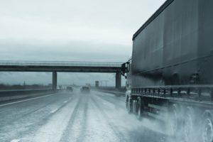 Czym różnią się opony ciężarowe od osobowych?