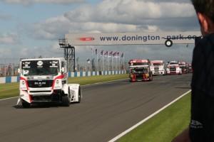 Bieżnik opon wyścigowych Goodyeara dla ciężarówek na torze Donington