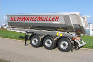 Trzyosiowa naczepa Schwarzmüller z muldą segmentową o masie 4 300 kg
