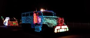 W Ameryce wszystko jest większe - piękna świąteczna iluminacja ciężarówek