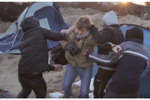 Dziennikarze zaatakowani nożem wCalais