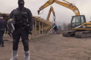 W Calais powstanie mur chroniący przed imigrantami
