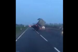 Opanowany kierowca ratuje ciężarówkę