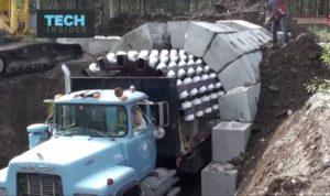 Ta niesamowita ciężarówka usprawnia budowę do 90%