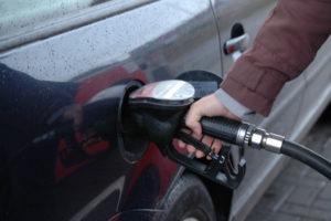 Fiasko rozmów w sprawie zamrożenia wydobycia ropy. Ceny mocno w dół