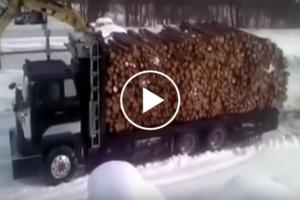 A drewno rozładowuje tak