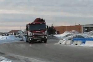 Gdy jesteś drifterem, ale w pracy musisz prowadzić ciężarówkę
