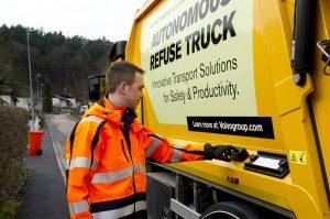 Autonomiczna śmieciarka testowana przez Volvo Trucks i Renova