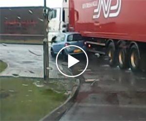 Oto dlaczego nie polecamy się szwędać w martwym polu ciężarówki