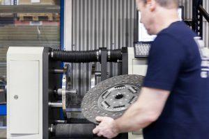 KM Auto Technik – szeroka oferta sprzęgieł do wszystkich popularnych marek samochodów ciężarowych