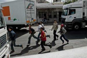 Imigranci w Calais: 18 tysięcy prób przedostania się do UK w tym roku