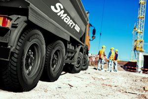 Budowlane samochody ciężarowe Scania z oponami Hankook