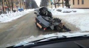 Niezwykła ucieczka pijanego kierowcy…połową auta
