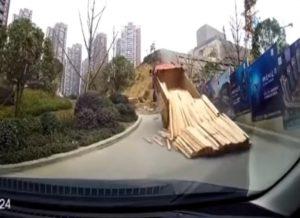 Najgłupsze wypadki ciężarówek – film