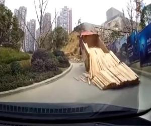 Najgłupsze wypadki ciężarówek - film