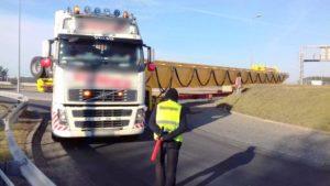 40-tonowy zestaw zablokował autostradę