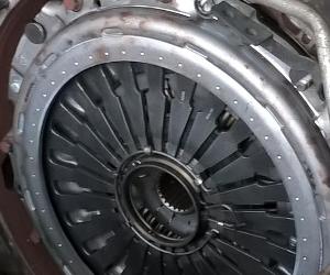 Wymiana sprzęgła w SCANII R z silnikiem 420KM
