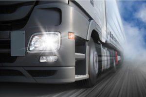 Dlaczego w transporcie warto postawić na dobrej jakości oświetlenie pojazdu?