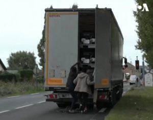 Francja nadal z problemem nielegalnych imigrantów [film]