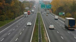W Niemczech testują autostradę dla elektrycznych ciężarówek