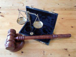 Kontrahent nie płaci – czy wyjściem może być arbitraż?