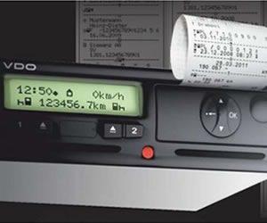 Blokady tachografów wyłączają systemy bezpieczeństwa w ciężarówkach: jak temu zaradzić?