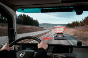Urządzenie do utrzymywania właściwej odległości Volvo Trucks