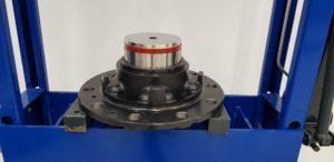 Montaż i demontaż kompaktowego łożyska naprawczego FAG (RIU)