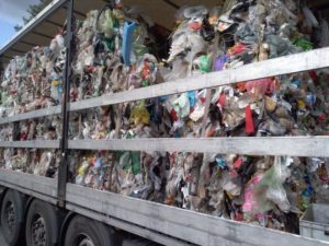 Strajk klimatyczny w miastach, a w ciężarówkach śmieci…