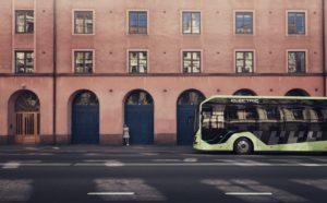 Autonomiczny autobus Volvo testowany w zajezdni