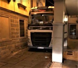 Ukraiński kierowca ciężarówki zdemolował włoskie miasteczko