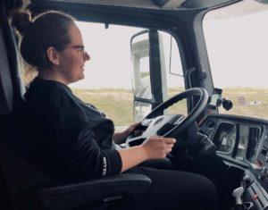 """""""Jak sobie radzisz z tak dużą maszyną?"""" – wywiad z kobietą-kierowcą"""