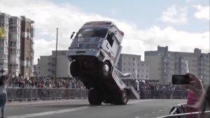 Stunt ciężarówką? Da się. [FILM]