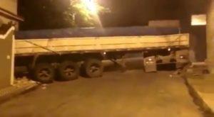 Człowiek-demolka w ciężarówce [FILM]