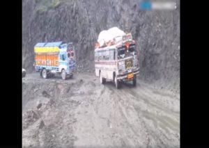 Jedzie autokar przez góry [FILM]