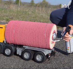 Ciężarówka z silnikiem rakietowym z zapałek [FILM]
