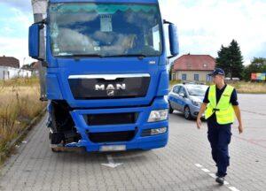 Niebezpiecznie uszkodzona ciężarówka zatrzymana przez policję