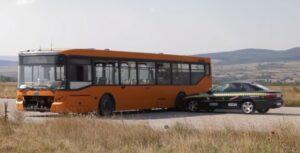 Autobus kontra samochód z prędkością ponad 200 km/h