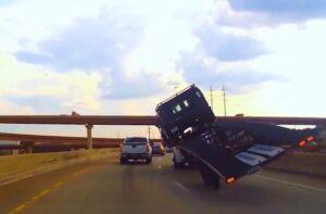 Kompilacja wypadków ciężarówek [FILM]