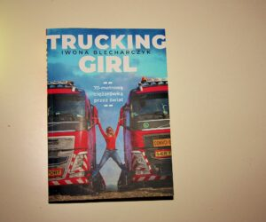 """Trucking Girl """"70-metrową ciężarówką przez świat"""" – recenzja książki"""