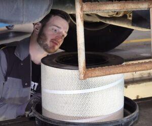 Serwis i konserwacja samochodów ciężarowych [FILM]