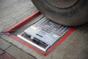 Służby miejskie wracają do wykonywania kontroli wagowych ciężarówek