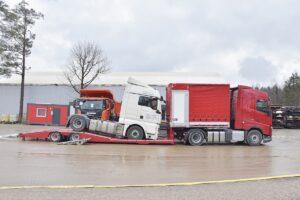 Transport i pomoc drogowa w nietypowej naczepie KH-KIPPER